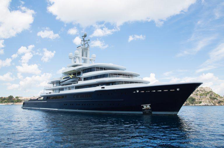 Yacht - Blue Hull
